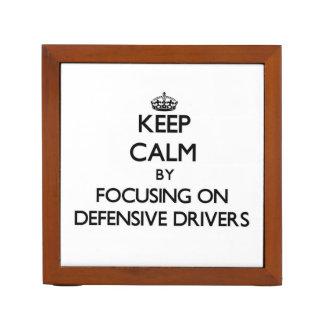 Guarde la calma centrándose en conductores defensi