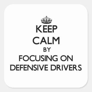 Guarde la calma centrándose en conductores pegatinas cuadradases