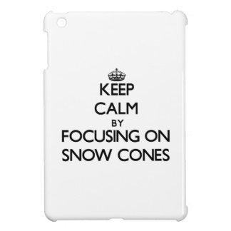 Guarde la calma centrándose en conos de la nieve