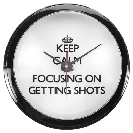Guarde la calma centrándose en conseguir tiros reloj aqua clock