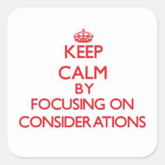 Guarde la calma centrándose en consideraciones pegatinas cuadradas