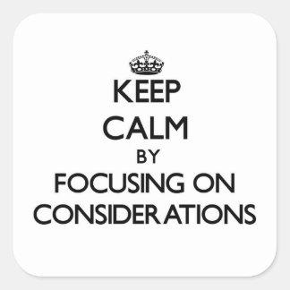 Guarde la calma centrándose en consideraciones pegatina cuadradas