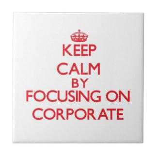 Guarde la calma centrándose en corporativo azulejo cerámica