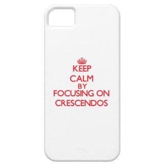 Guarde la calma centrándose en crescendos iPhone 5 protectores