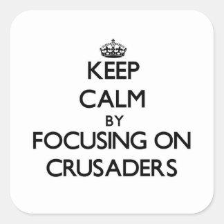 Guarde la calma centrándose en cruzados calcomanía cuadradas
