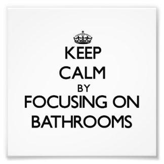 Guarde la calma centrándose en cuartos de baño impresiones fotográficas