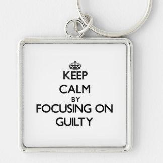 Guarde la calma centrándose en culpable llavero personalizado