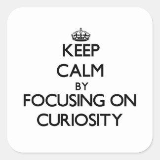 Guarde la calma centrándose en curiosidad calcomanías cuadradas