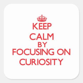 Guarde la calma centrándose en curiosidad calcomanía cuadradas