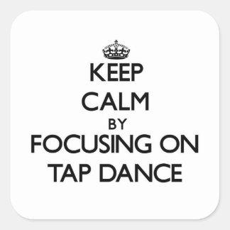 Guarde la calma centrándose en danza de golpecito calcomania cuadradas personalizada