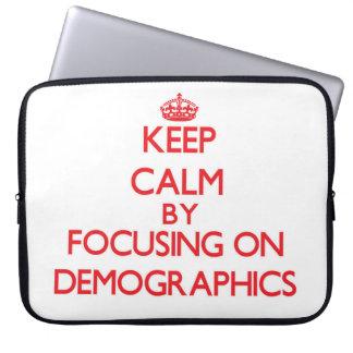 Guarde la calma centrándose en datos demográficos mangas computadora