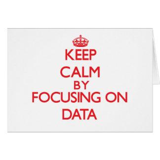 Guarde la calma centrándose en datos tarjeta de felicitación
