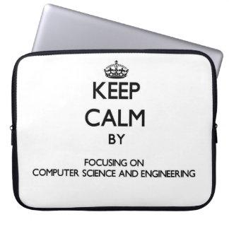 Guarde la calma centrándose en de informática y fundas computadoras