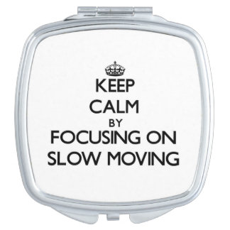 Guarde la calma centrándose en de movimiento lento espejos maquillaje