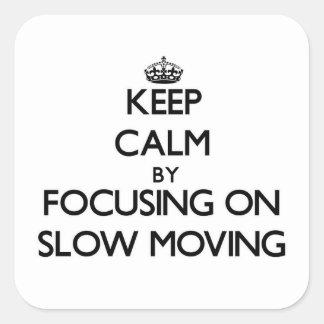Guarde la calma centrándose en de movimiento lento pegatina cuadrada