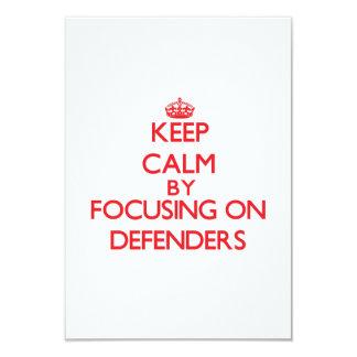 Guarde la calma centrándose en defensores invitacion personal