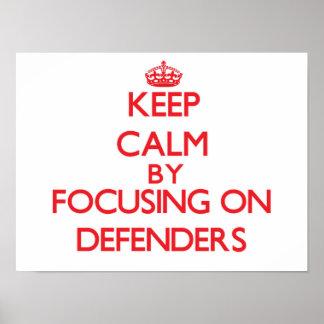 Guarde la calma centrándose en defensores poster