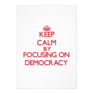Guarde la calma centrándose en democracia invitacion personal