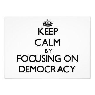 Guarde la calma centrándose en democracia anuncios