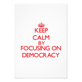 Guarde la calma centrándose en democracia anuncios personalizados