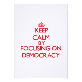 Guarde la calma centrándose en democracia comunicados personales