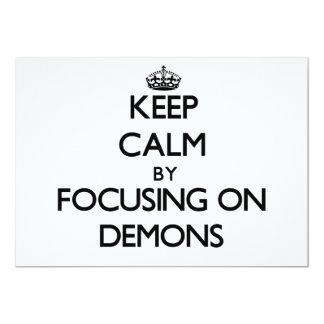 Guarde la calma centrándose en demonios invitación 12,7 x 17,8 cm