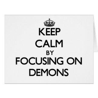 Guarde la calma centrándose en demonios tarjeta de felicitación grande
