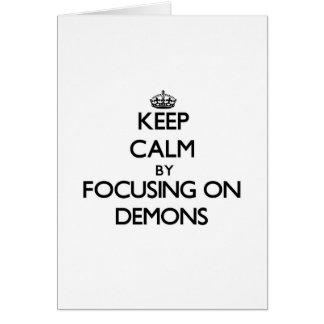 Guarde la calma centrándose en demonios tarjeta de felicitación