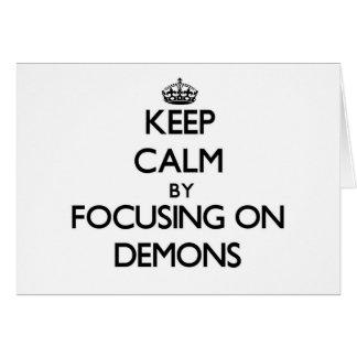 Guarde la calma centrándose en demonios tarjeta pequeña