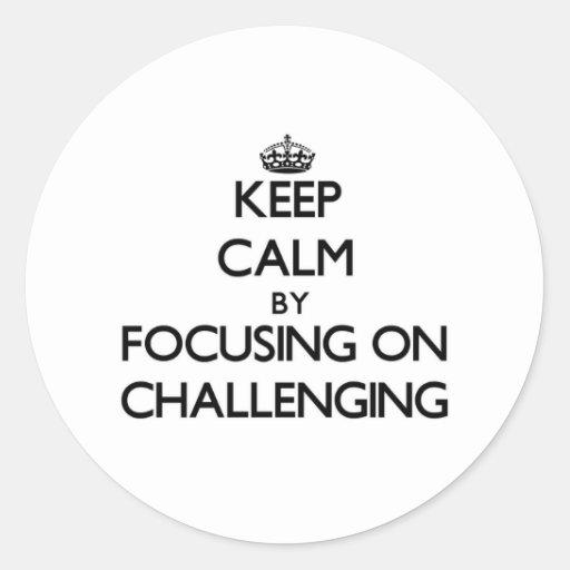 Guarde la calma centrándose en desafiar etiquetas redondas