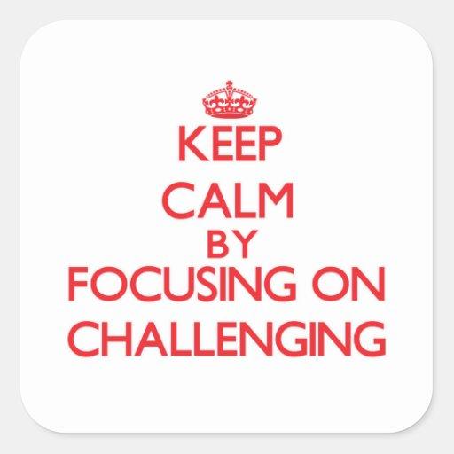 Guarde la calma centrándose en desafiar pegatina cuadradas personalizada