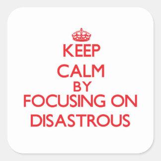 Guarde la calma centrándose en desastroso calcomania cuadradas personalizada