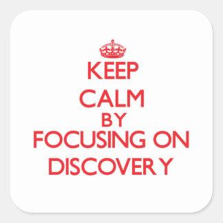 Guarde la calma centrándose en descubrimiento calcomanía cuadradase