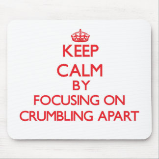 Guarde la calma centrándose en desmenuzar aparte tapetes de raton