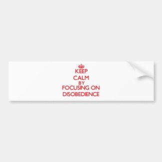 Guarde la calma centrándose en desobediencia pegatina de parachoque