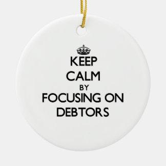Guarde la calma centrándose en deudores adornos de navidad