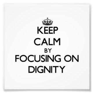 Guarde la calma centrándose en dignidad