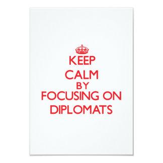 Guarde la calma centrándose en diplomáticos invitaciones personalizada
