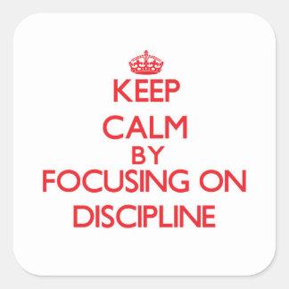 Guarde la calma centrándose en disciplina calcomania cuadradas personalizadas