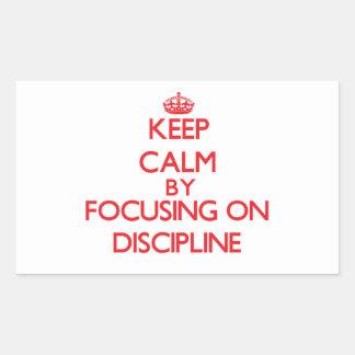Guarde la calma centrándose en disciplina rectangular pegatina