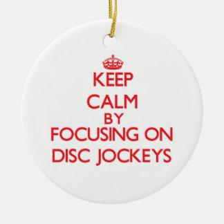 Guarde la calma centrándose en discs jockeyes adorno redondo de cerámica