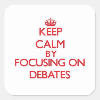 Guarde la calma centrándose en discusiones pegatina cuadradas