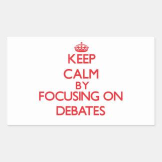 Guarde la calma centrándose en discusiones rectangular altavoces