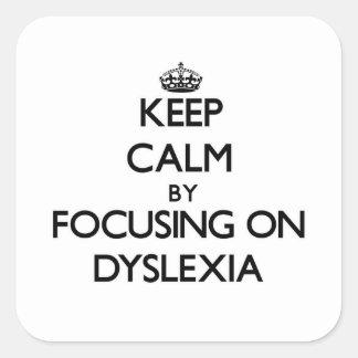 Guarde la calma centrándose en dislexia pegatina cuadrada