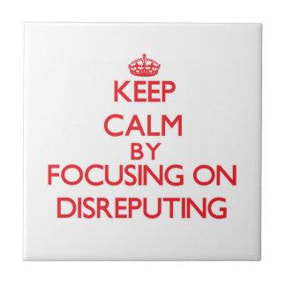 Guarde la calma centrándose en Disreputing Azulejo