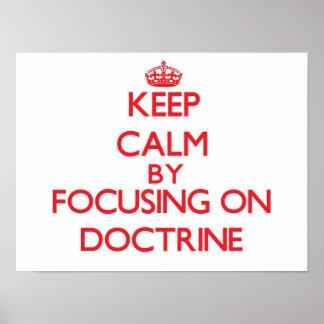Guarde la calma centrándose en doctrina posters