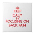 Guarde la calma centrándose en dolor de espalda tejas  cerámicas