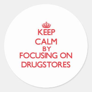 Guarde la calma centrándose en droguerías pegatina redonda