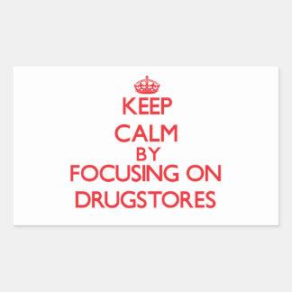 Guarde la calma centrándose en droguerías pegatina rectangular