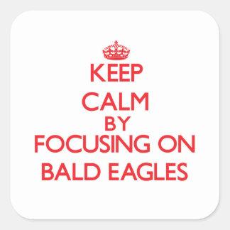 Guarde la calma centrándose en Eagles calvo Pegatina Cuadrada